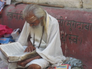 Bücherwurm in Rishikesh